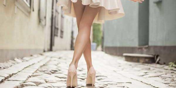 tips para caminar con tacones elegantemente