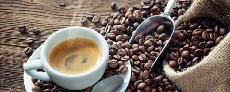 taza de cafe recien hecho